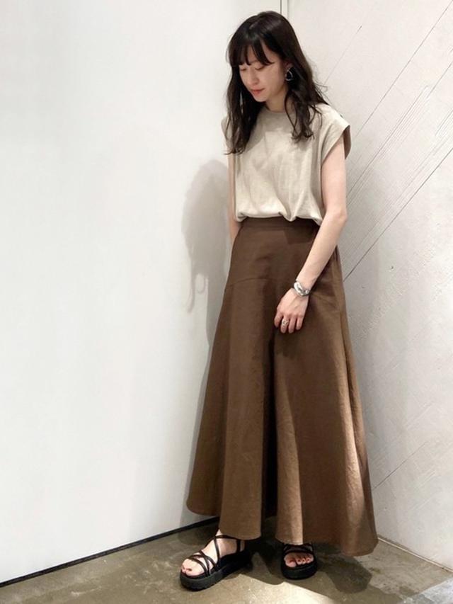画像3: 履くだけでオンナ度UP♡「フレアスカート」の上品モテコーデ4選