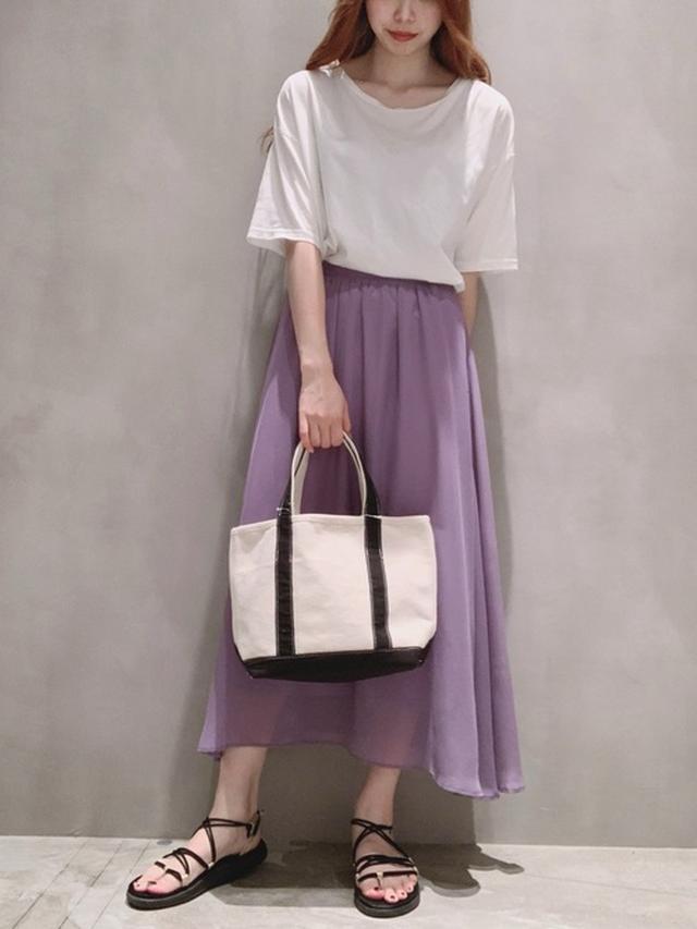画像1: 履くだけでオンナ度UP♡「フレアスカート」の上品モテコーデ4選