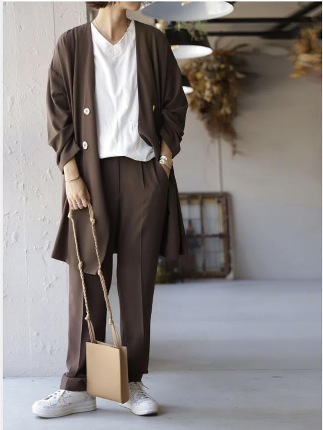 画像2: 羽織るだけでスタイルアップ!「ロング丈アウター」の秋コーデ4選