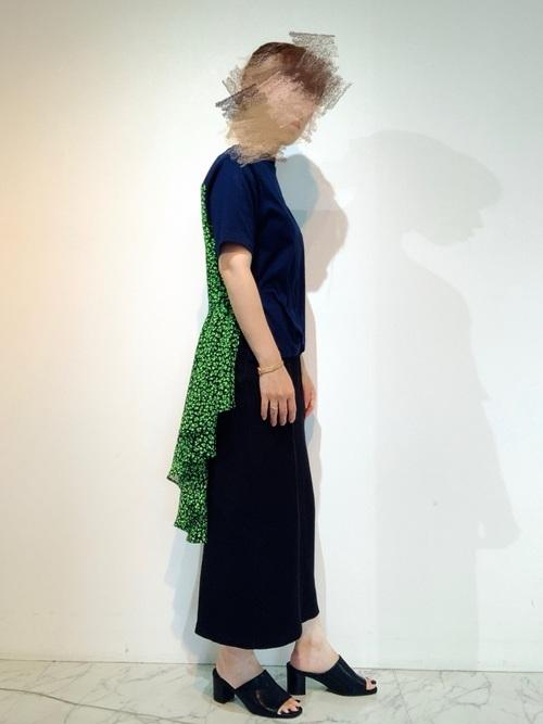 画像2: 褒められ確実♡派手カラーで着こなす「大人の女子会コーデ」4選