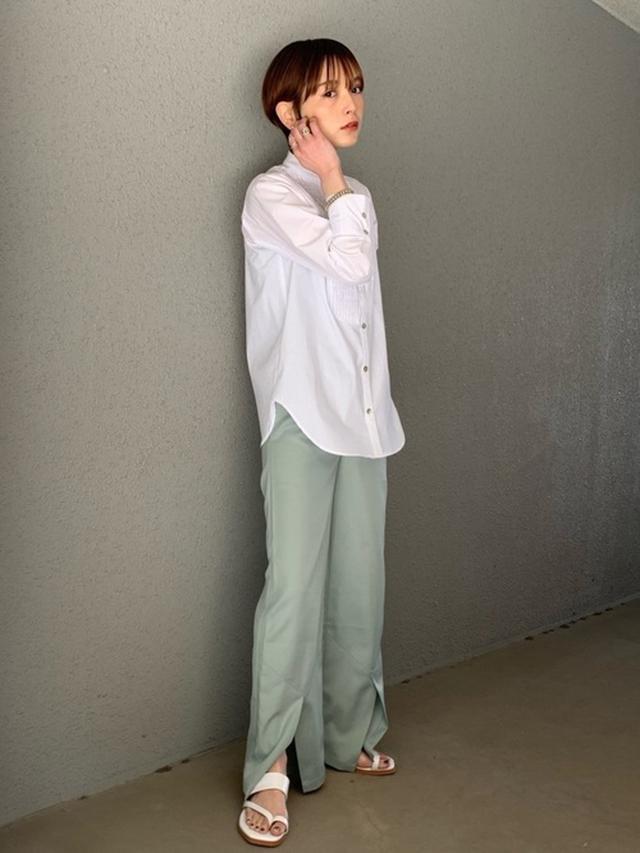 画像: 【rem closet】スタンドカラーシャツ¥5,500(税込)【rem closet】サテンスリットパンツ¥6,600(税込)