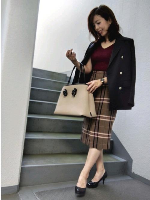 画像: 【VASIC】ハンドバッグ平均価格¥35,000~¥55,000【SHIPS】テーラードジャケット平均価格¥15,000【GU】セーター平均価格¥1,500~¥3,000【ZARA】スカート平均価格¥5,000~¥8,000
