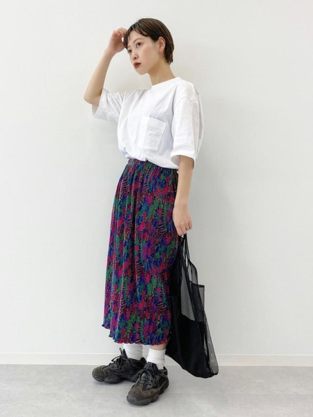 画像: 【ユニクロ】Tシャツ¥1,650(税込)【kutir】バッグ平均価格¥1,000~¥2,000円【adidas】スニーカー平均価格¥9,000~¥20,000