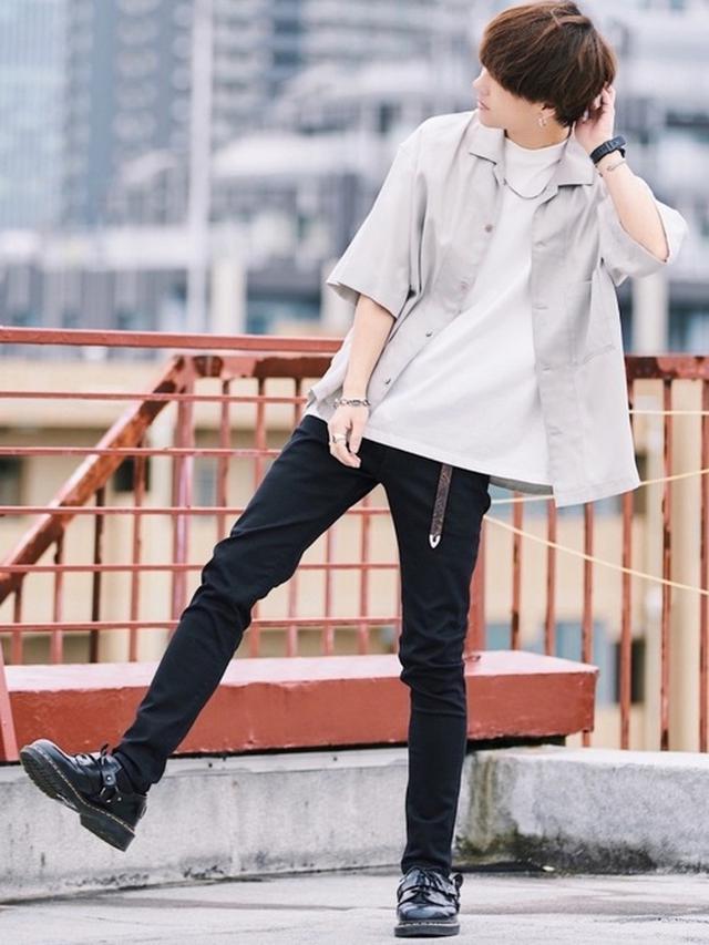 画像: 【LIDNM】シャツ ¥6,600(税込)【WYM LIDNM】Tシャツ ¥2,200(税込)【LIDNM】パンツ ¥6,600(税込)【Dr.Martens】シューズ ¥26,400(税込)