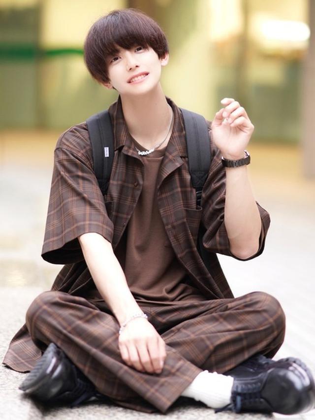 画像: 【ADRER】シャツ ¥4,950(税込)【ADRER】パンツ ¥7,700(税込)【UNITED TOKYO】シューズ ¥35,200(税込)【Carhartt】バッグパック ¥7,590(税込)