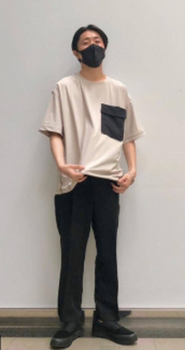 画像: 【UNITEDTOKYO】Tシャツ ¥7,150(税込)【UNITEDTOKYO】スラックス(ブラック系)¥15,400(税込)