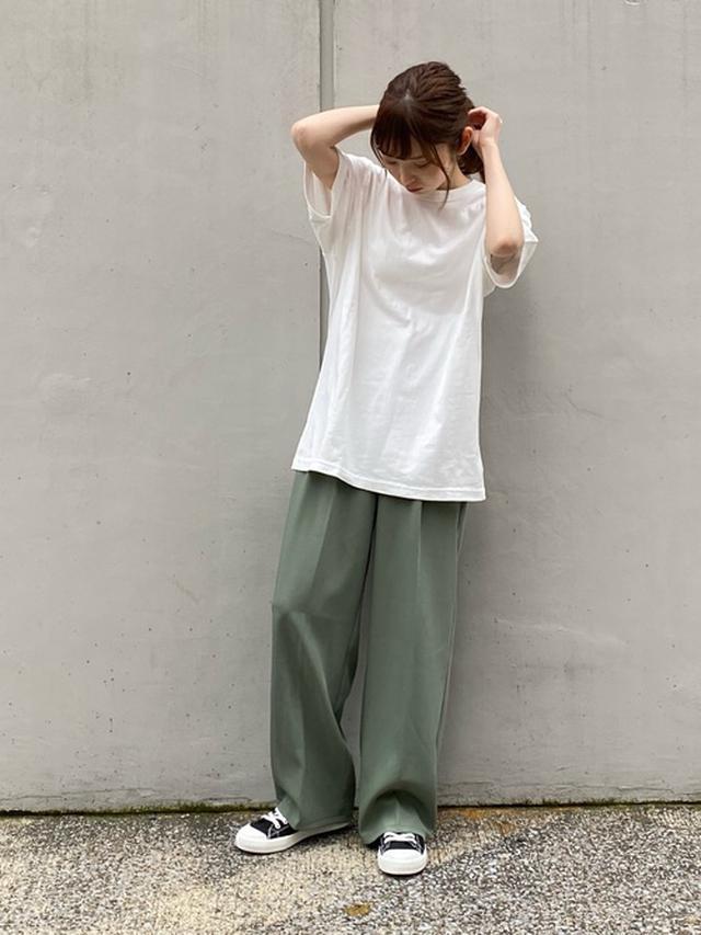 画像: 【ユニクロ】Tシャツ1100円(税込)【select MOCA】パンツ5940円(税込)【無印良品】スニーカー2990円(税込)