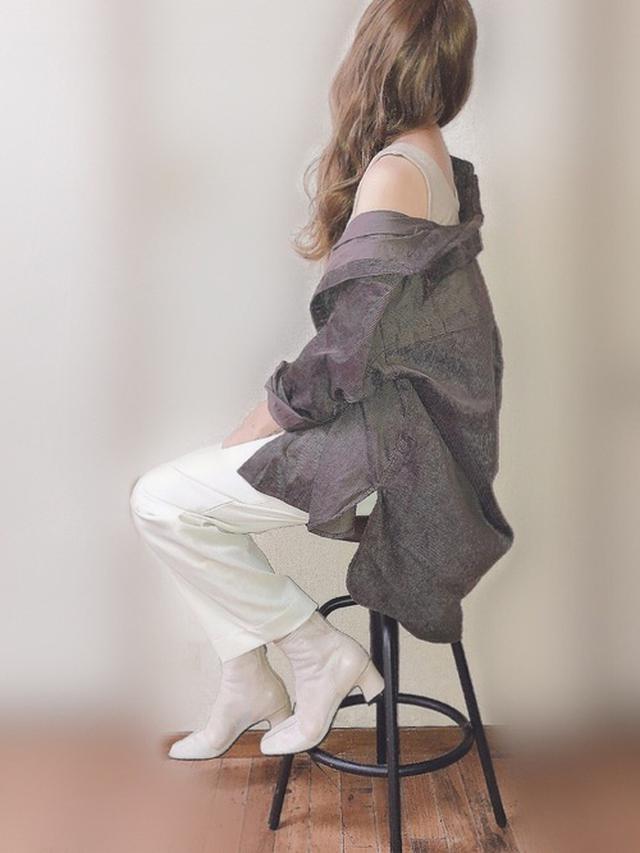画像: 【mysty woman】シャツ・ブラウス5390円(税込)【FREAK'S STORE】タンクトップ2970円(税込)【Neuna】ブーツ5940円(税込)