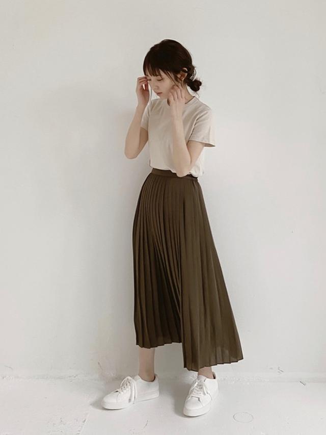 画像: 【ユニクロ】Tシャツ1100円(税込)【ユニクロ】スカート平均価格2990円~【ユニクロ】スニーカー2990円(税抜)