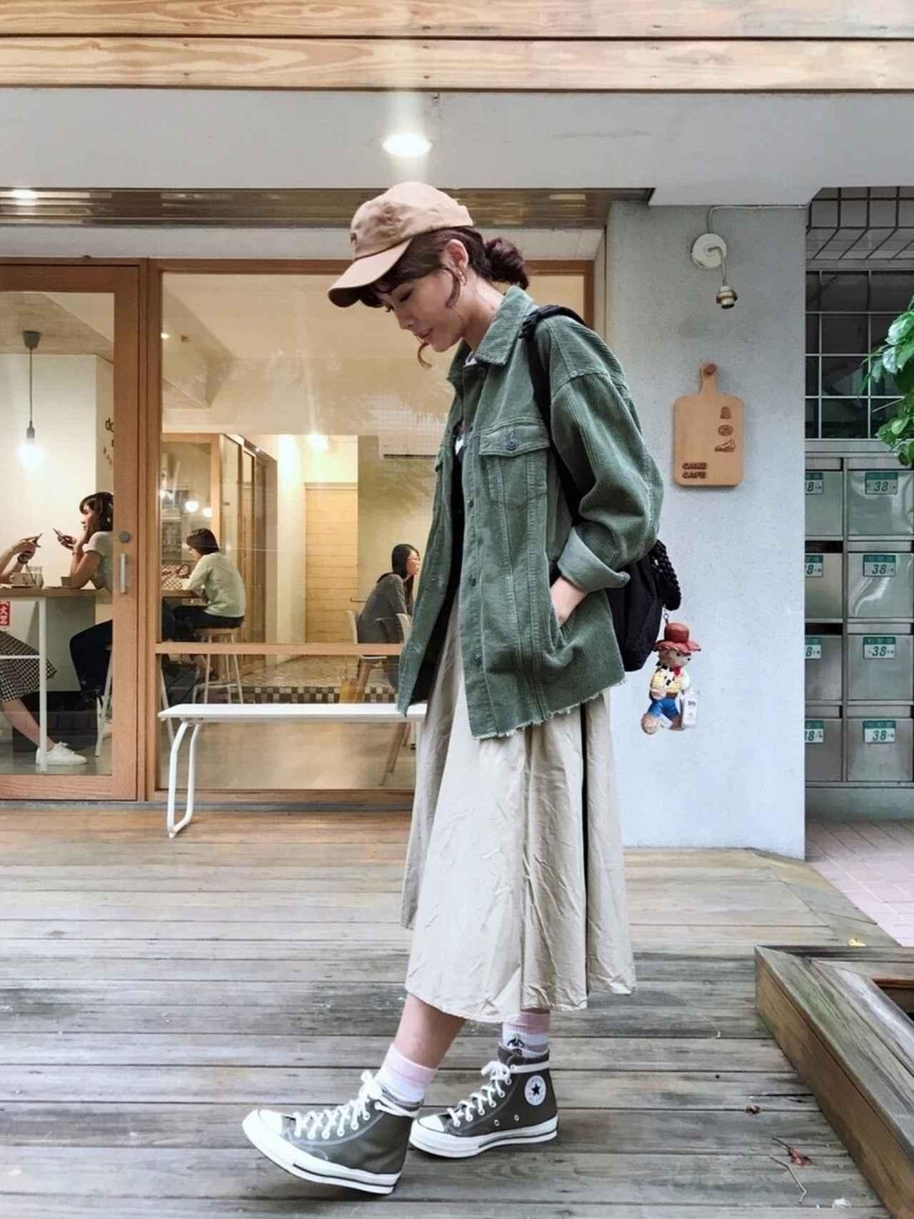 画像: 【STANCE】ソックス平均価格¥2,000〜¥3,000【ZARA】ジャケット平均価格¥5,000〜¥7,000【UNIQLO】スカート平均価格¥2,000〜¥3,000