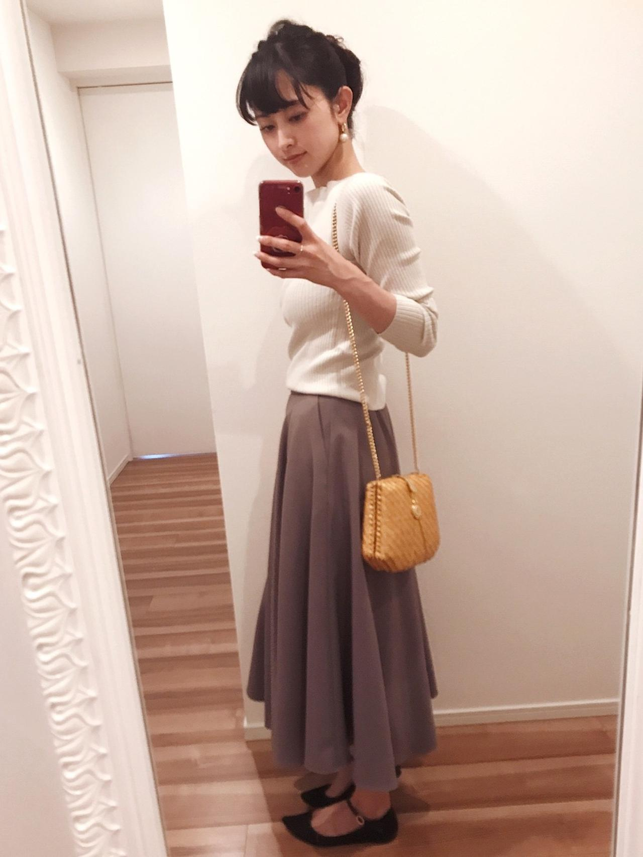 画像: 【MICA&DEAL】スカート平均価格¥15,000〜20,000【TODAYFUL】ニット ¥8,800(税込)【repetto】シューズ ¥47,300(税込)