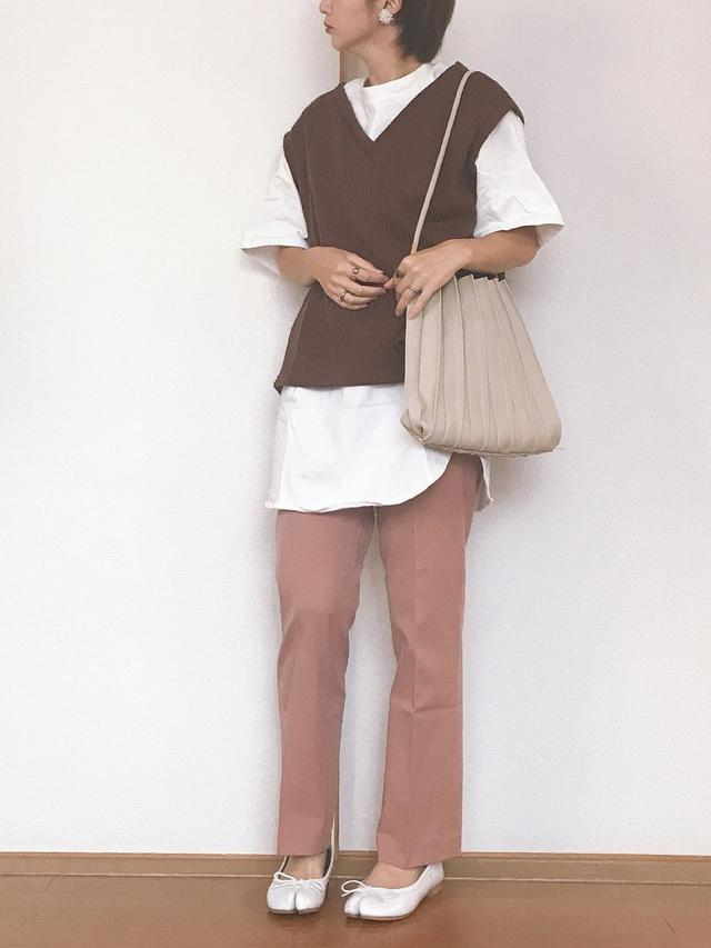 画像: 【GU】Tシャツ平均価格¥1,000〜¥2,000【Birthday room】ベスト ¥4,950(税込)【UNIQLO】パンツ平均価格¥3,000〜¥5,000