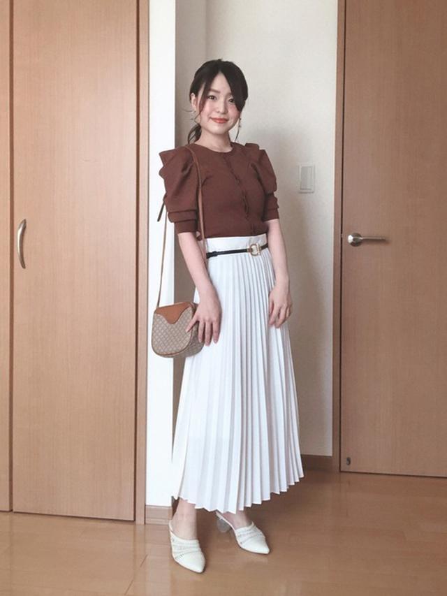 画像: 【SNIDEL】カーディガン¥9,900(税込)【Ray Cassin】ベルト¥2,090(税込)【DHOLIC】スカート平均価格¥3,000~¥5,000