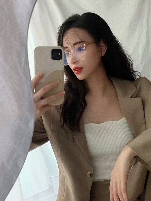 画像: 【TIJN Eyewear】メガネ 平均価格¥10,000~¥18,000【HALEY PESCA】セットアップ¥15,224(税込)【HALEY PESCA】キャミソール¥3,218(税込)