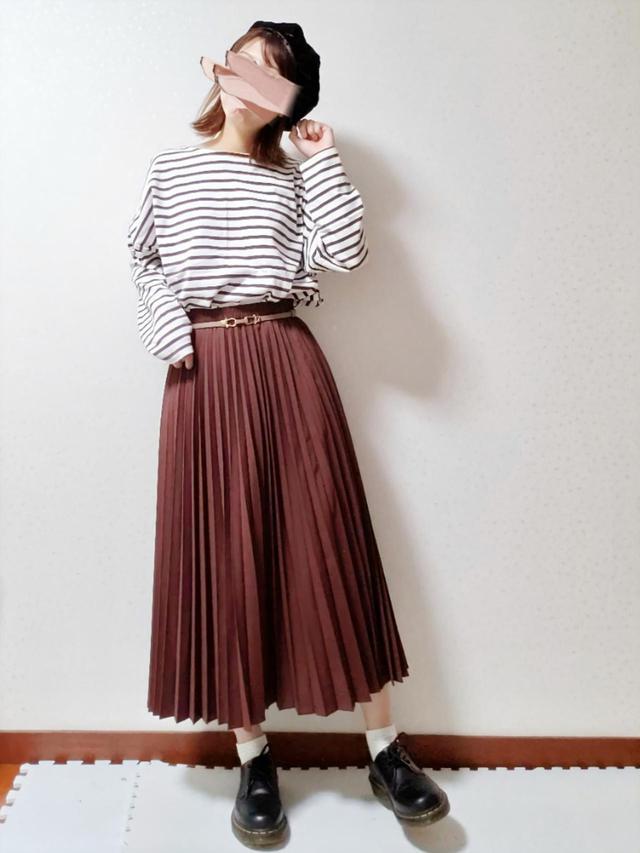 画像: 【UNIQLO】スカート平均価格2,000円〜3,000円【LAKOLE】トップス2,680円(税込)【Dr.Martens】シューズ23,100円(税込)
