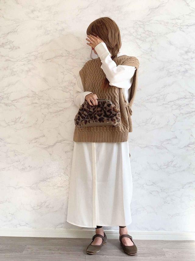 画像: 【しまむら】バッグ平均価格¥1,500~¥2,000【Crisp】ベスト¥6,490(税込)【KBF+】ワンピース¥11,000(税込)