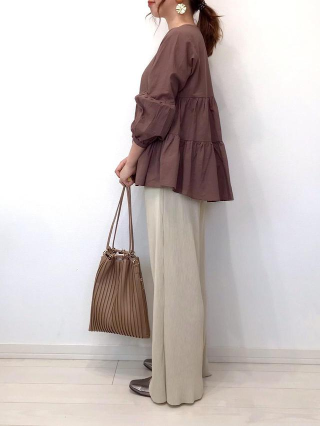 画像: 【しまむら】バッグ平均価格¥1,500~¥2,000【reca】ブラウス¥3,965(税込)【SUGAR BISKET】パンツ¥2,980(税込)