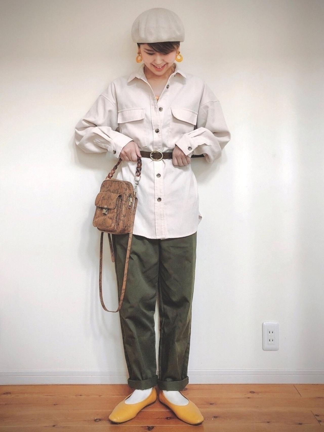 画像: 【niko and...】オリジナルスクエアお財布ショルダーバッグ 4,730円(税込)【GU】Tシャツ 平均価格 1,000〜3,000円【GU】パンツ 平均価格 2,000〜5,000円【GU】パンプス 平均価格 2,000〜4,000円