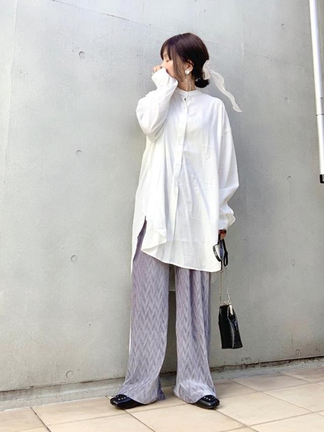 画像: 【Ambre Neige】シャツ¥2,995(税込)【Auntie Rosa Holiday】パンツ¥3,850(税込)【rectangle】シューズ¥3,990(税込)【niko and...】ショルダーバッグ¥3,850(税込)