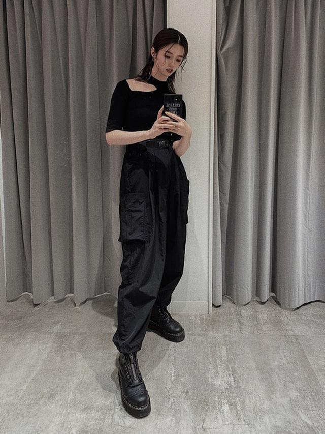画像: 【MURUA】ショルダーカットハーフニット 4,840円 【LVEU】ポケットカーゴパンツ 7,370円