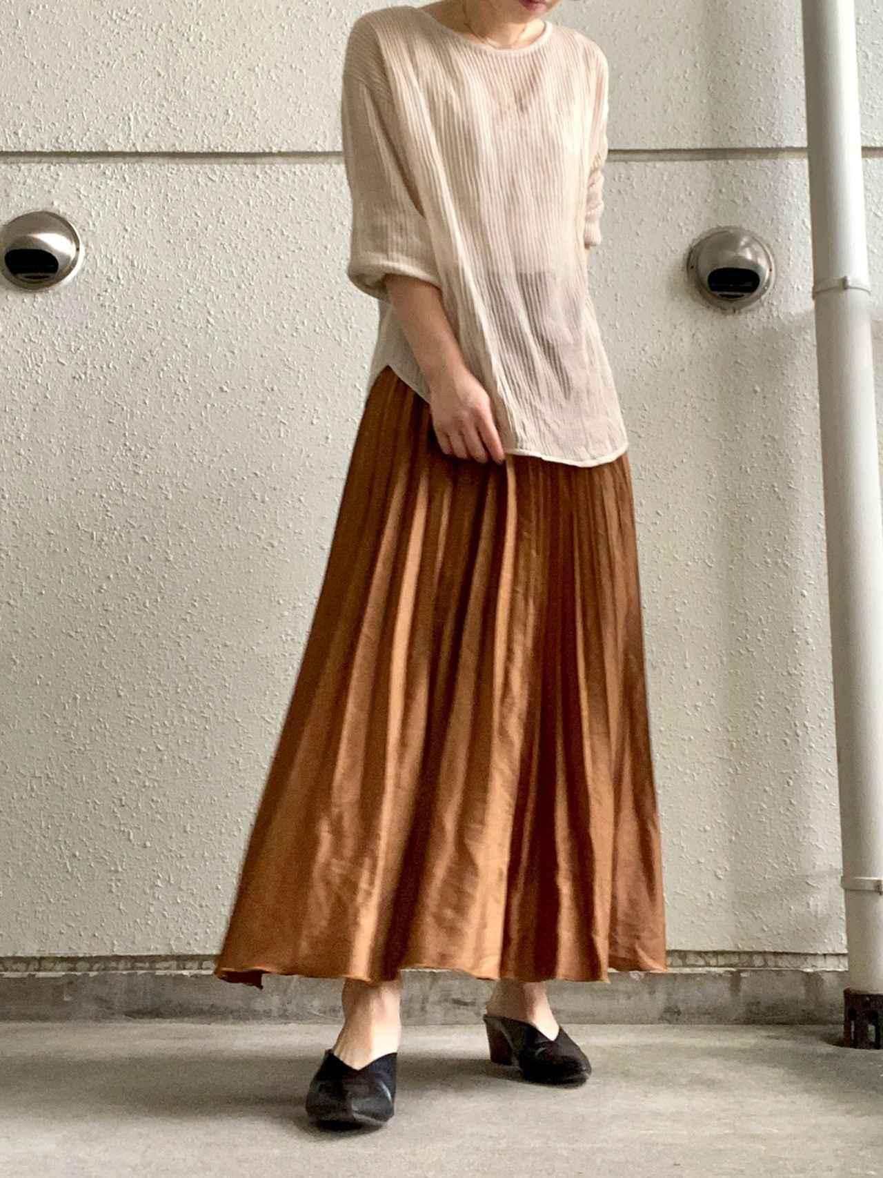 画像: 【GU】トップス 平均価格 2,000〜4,000円【GU】スカート 平均価格 2,000〜5,000円