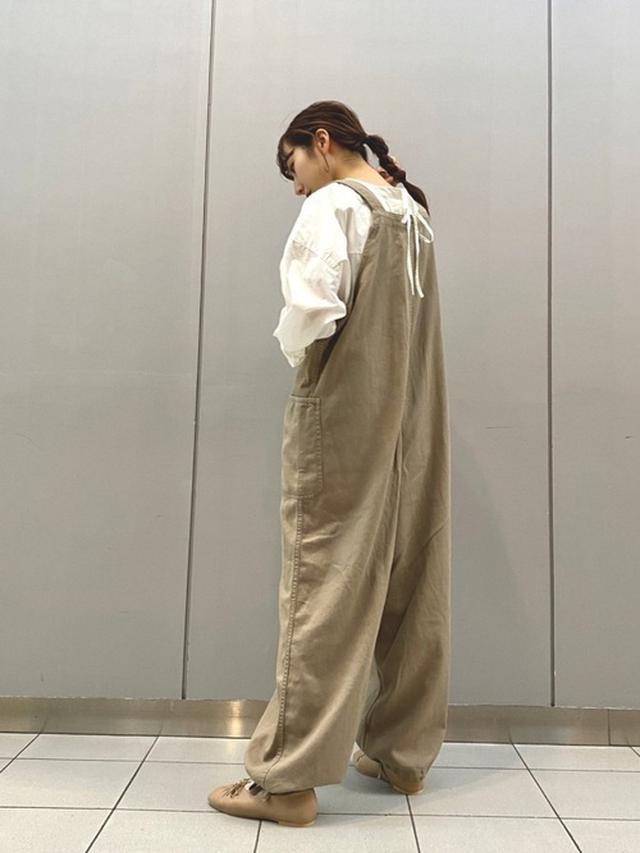 画像: 【niko and...】サス付きミリタリーパンツ6,490円(税込)【niko and...】重ね着風プリントロンT 3,960円(税込)