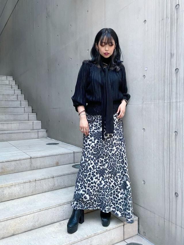 画像: 【AULA AILA】PLEATED LACE BLOUSE25,300円  レオパードマーメイドスカート17,600円
