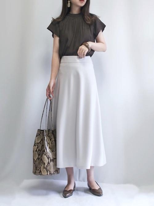 画像: 【DOUX ARCHIVES】シャツ ¥6,490 (税込)【Doux archives】スカート平均価格 ¥8,000~10,000【marco masi】ハンドバッグ ¥27,500 (税込)