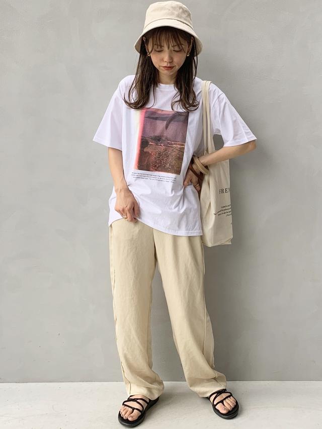 画像: 【LOWRYS FARM】ハット ¥2,750(税込)【no brand】Tシャツ ¥3,060(税込)【6(ROKU) BEAUTY&YOUTH UNITED ARROWS】パンツ ¥14,300(税込)