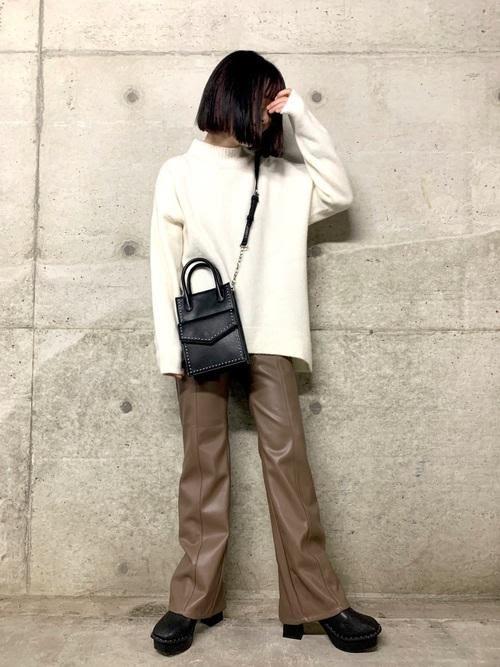 画像: 【PAGEBOY】エコレザーバックスリットパンツ ¥6,490(税込)