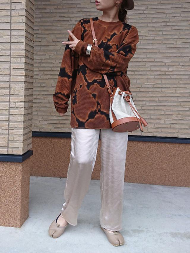 画像: 【niko and...】Tシャツ・カットソー5390円(税込)【notch.】パンツ2992円(税込)【SVEC】バレエシューズ4840円(税込)
