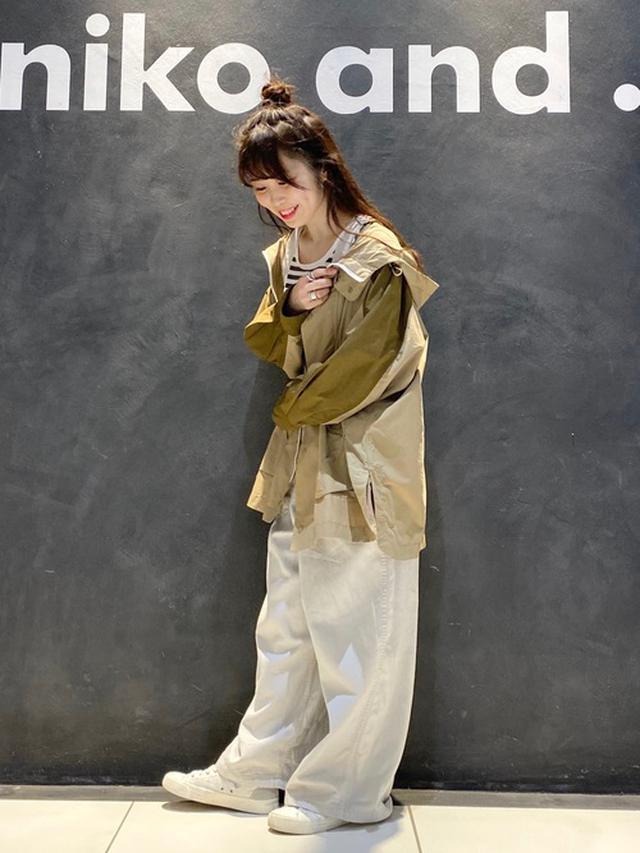 画像: 【niko and...】マウンテンパーカー6490円(税込)【niko and...】サロペット・オーバーオール7260円(税込)