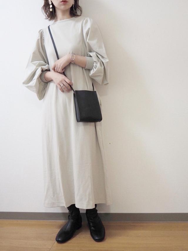 画像: 【LOWRYS FARM】ワンピース5390円(税込) 【3coins】バッグ330円(税込) 【Vivian】ブーツ3960円(税込)