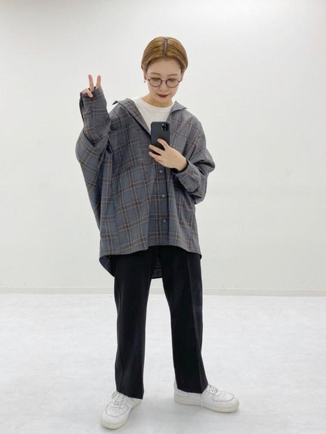 画像: 【kutir】パンツ2995円(税込)【NIKE】スニーカー1万1000円(税込)【UNIQLO】Tシャツ・カットソー1100円(税込)【epnok】シャツ・ブラウス4620円(税込)