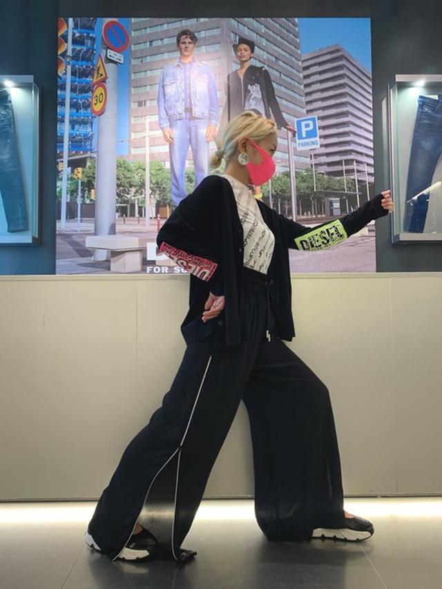 画像: 【DIESEL】Tシャツ・カットソー1万5400円(税込)【DIESEL】パンツ3万3000円(税込)