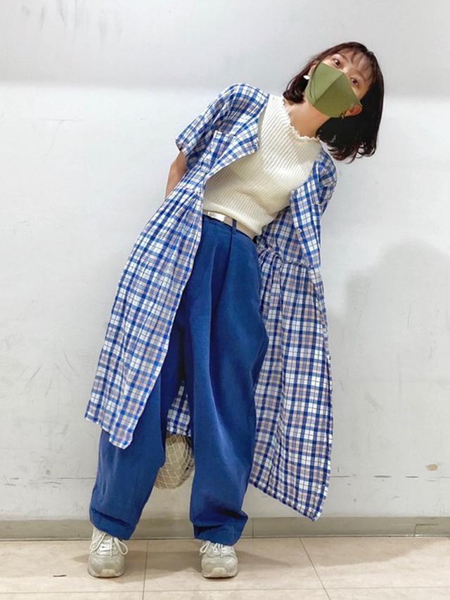 画像: 【niko and...】パンツ5390円(税込)【earth music&ecology】ニット・セーター3289円(税込)【New Balance】スニーカー5280円(税込)