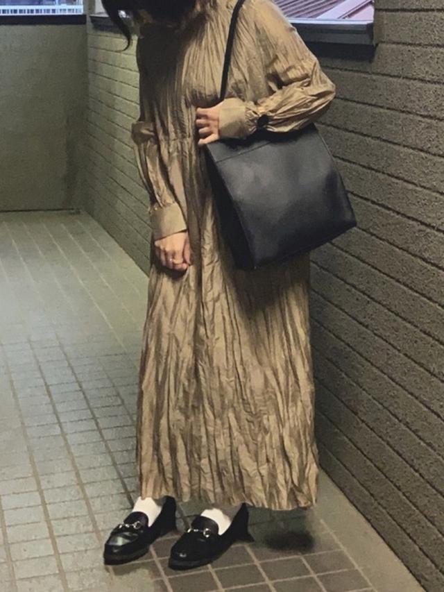 画像: 【AZUL BY MOUSSY】トートバッグ3289円(税込)【Aunt Marie's】ワンピース5390円(税込)【GU】ビットローファー2739円(税込)