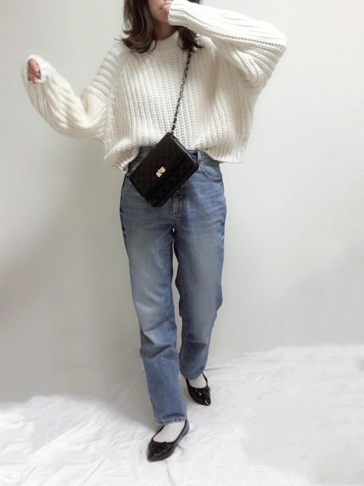 画像: 【GU】デニム¥2,739 (税込)【H&M】ニット¥2,499~¥2,999 (税込)