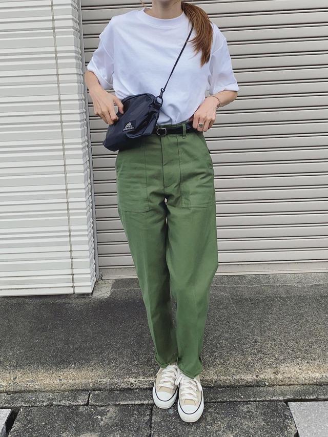 画像: 【UNIQLO】Tシャツ¥1,650 (税込)【THE SHINZONE】パンツ¥2万900 (税込)【FREAK`S STORE】バッグ¥4,730 (税込)【CONVERS】スニーカー¥6,600 (税込)