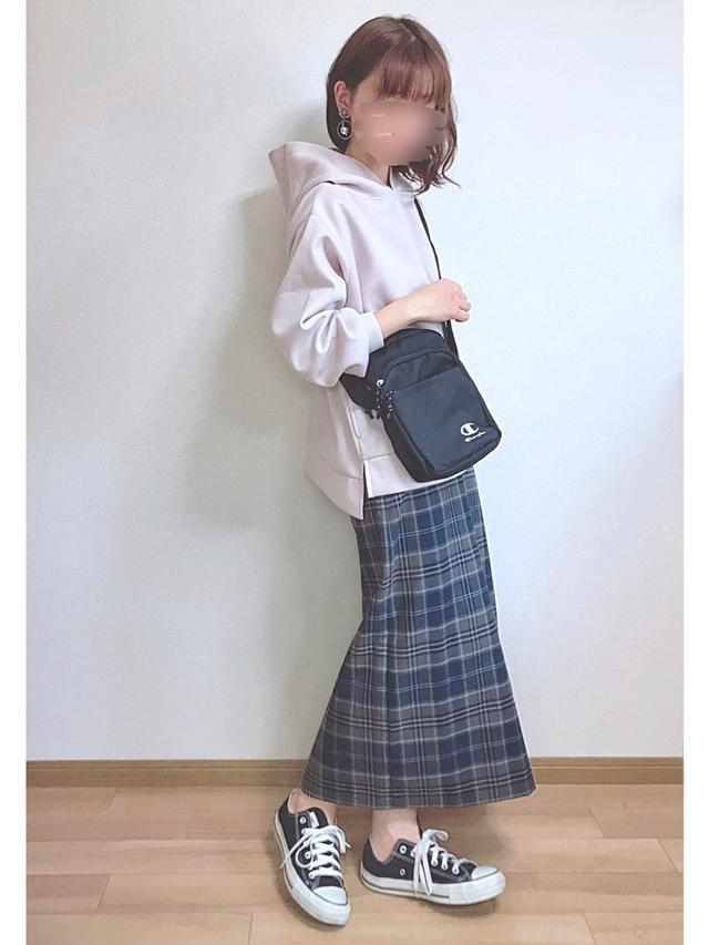画像: 【GU】スカート平均価格 ¥2,000〜¥3,000【Ambre Neige】パーカー ¥4,290(税込)
