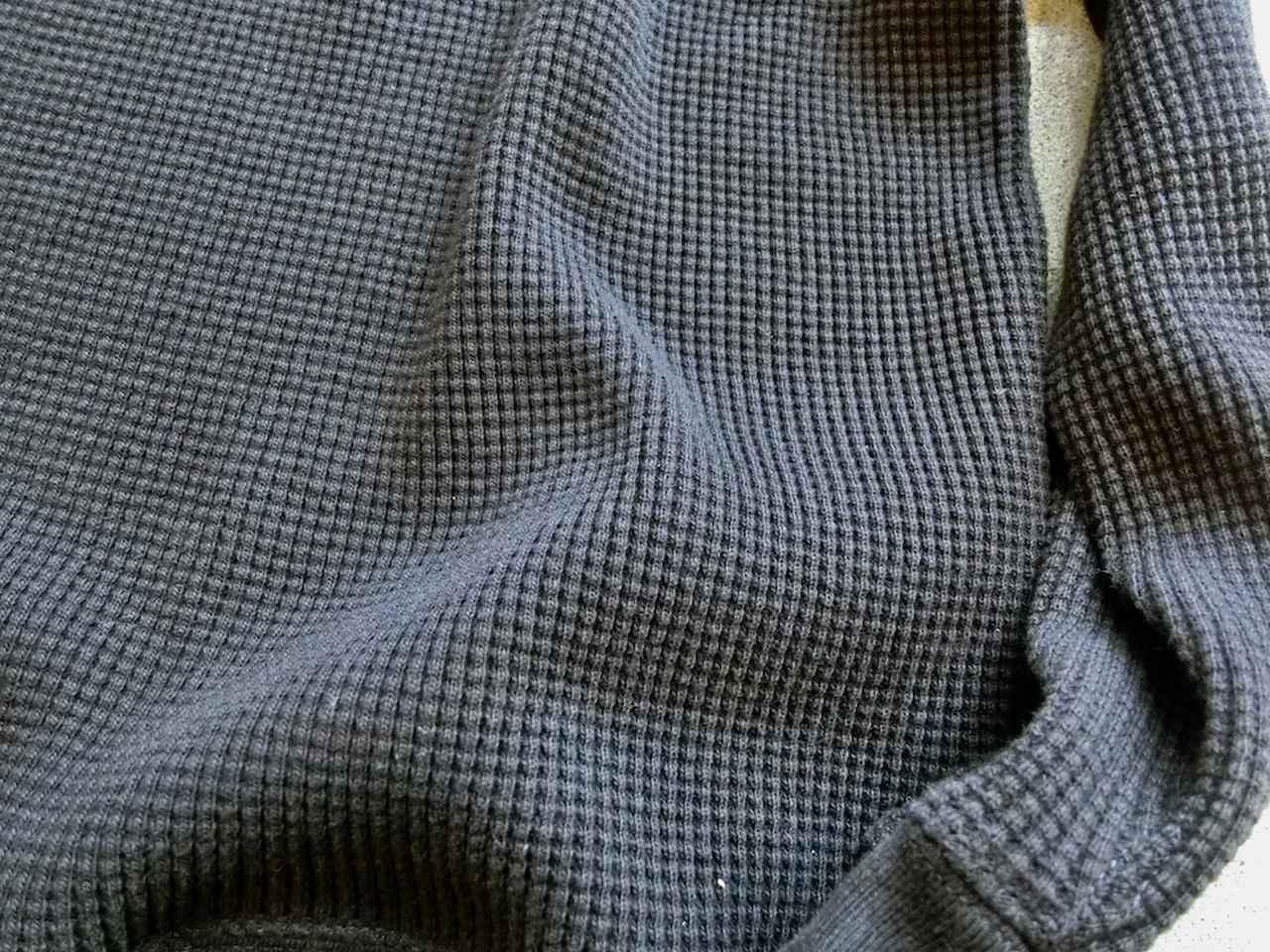 画像: 肉厚で暖かなスーパーヘビーワッフルの生地。2011年の誕生以来、秋冬の定番素材に。