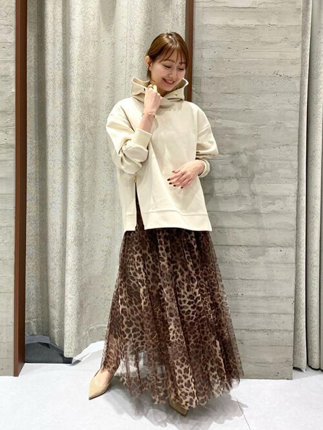 画像: 【NOBLE】パーカー1万8700円(税込)【NOBLE】スカート2万6400円(税込)