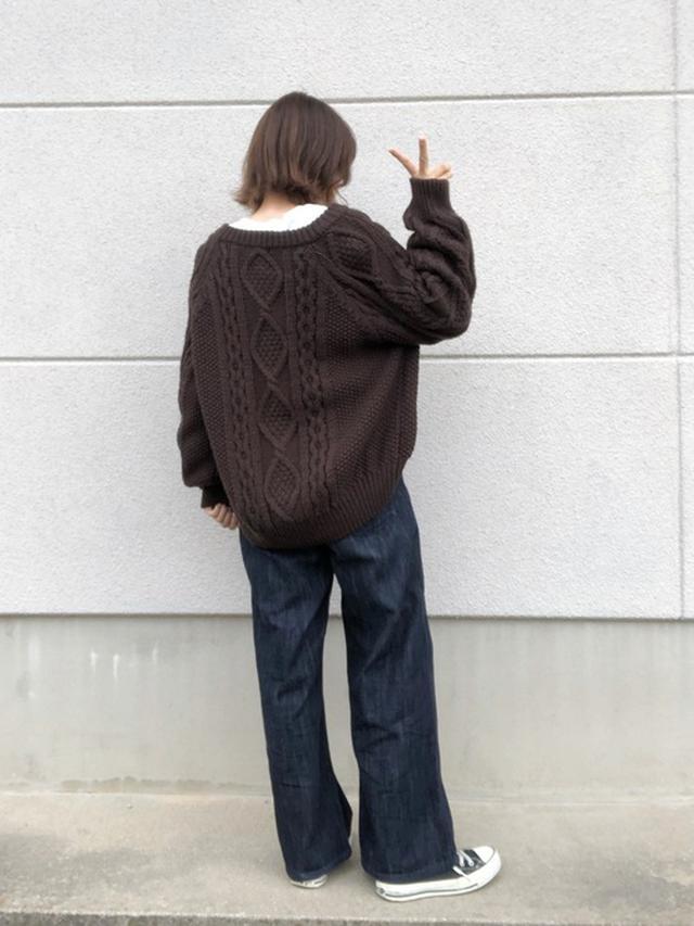 画像: 【GU】カーディガン平均価格¥2,000~¥3,000【niko and...】パンツ¥6,490(税込)【CONVERSE】スニーカー¥6,380(税込) 出典:WEAR