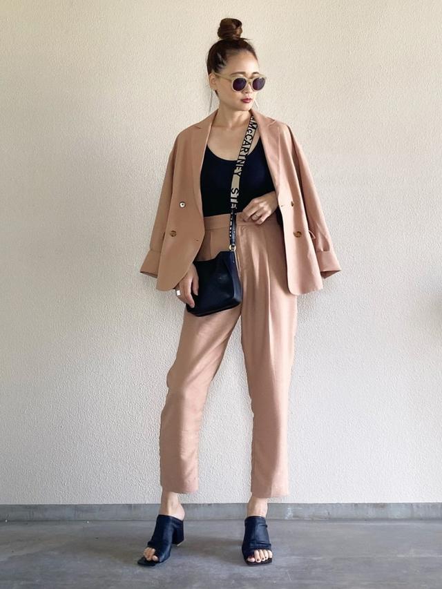 画像: 【Emma Taylor】テーラードジャケット ¥17,600(税込)パンツ ¥13,200(税込) 出典:WEAR