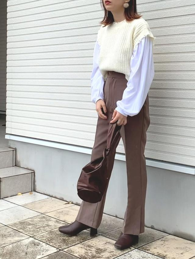 画像: 【kikuri】トップス(インナー・ベストのセット)¥8,800(税込)【epimi e'pimmy】パンツ¥3,850(税込)【Neuna】バッグ¥3,960(税込)【EVOL】ブーツ¥6,930(税込) 出典:WEAR