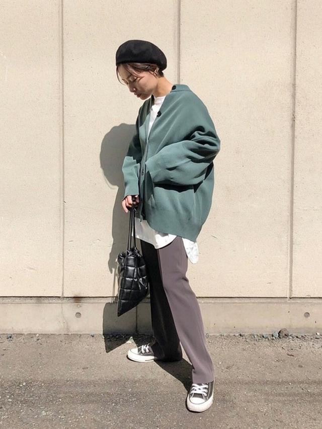 画像: 【LOWRYS FARM】パンツ¥5,500(税込)Tシャツ/カットソー¥2,750(税込)バッグ¥3,080(税込)帽子¥2,750(税込) 出典:ZOZOTOWN