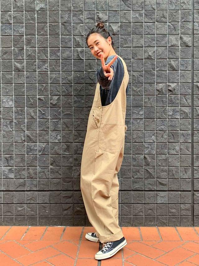 画像: 【Lee】ルーズシルエット ロングTシャツ¥6,050(税込)【Lee】ワークミリタリーオーバーオール¥15,400(税込)【CONVERSE】Chuck '70 Hi black sneakers84ドル