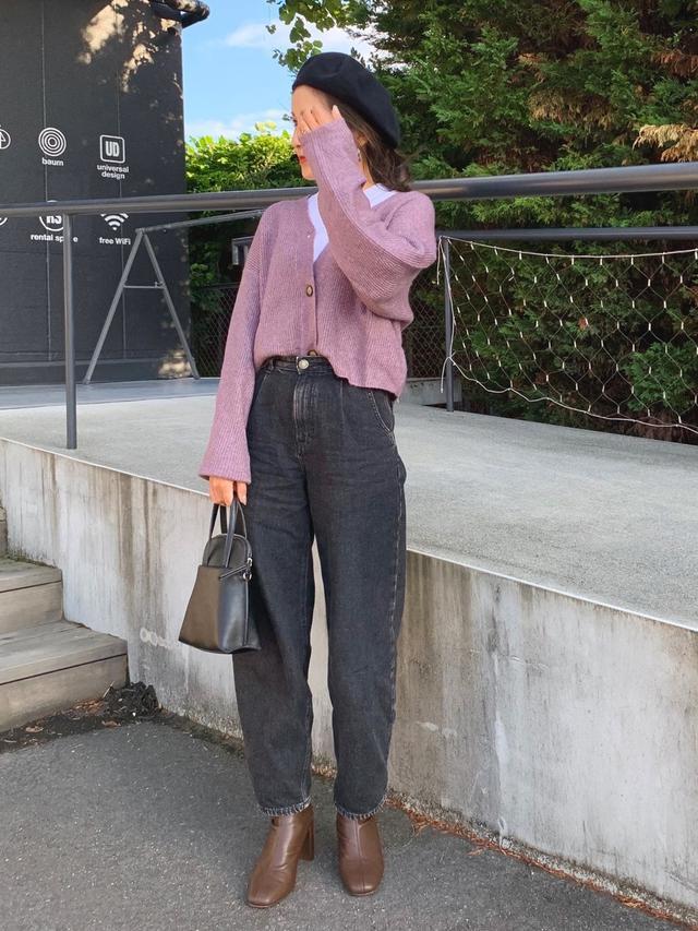 画像: 【ZARA】カーディガン2990円(税込) 【UNIQLO】Tシャツ1100円(税込) 【FREAK'S STORE】ベレー帽3960円(税込) 【KBF】ショルダーバッグ6050円(税込) 【LOWRYS FARM】ブーツ6050円(税込)