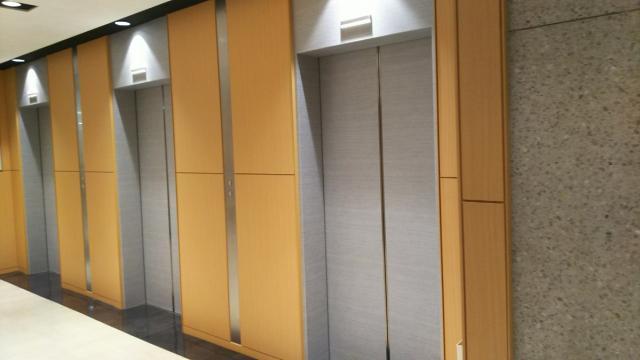 画像2: 新社会人さん必見!上司や先輩とエレベーターに乗り降りするときに間違えやすいビジネスマナー<カシコ美人マナー>