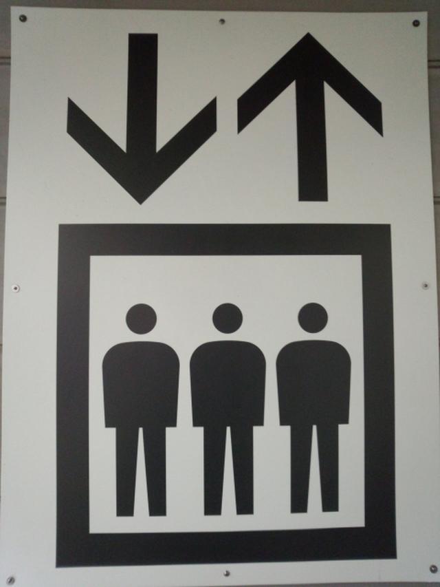 画像1: 新社会人さん必見!上司や先輩とエレベーターに乗り降りするときに間違えやすいビジネスマナー<カシコ美人マナー>